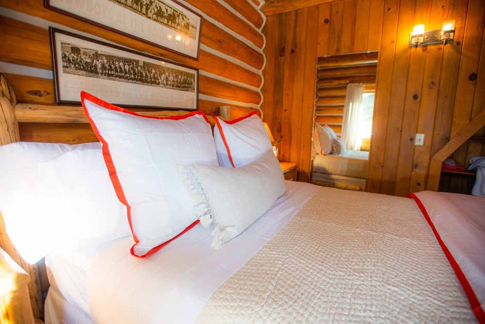 cook-cabin-small-bedroom-2