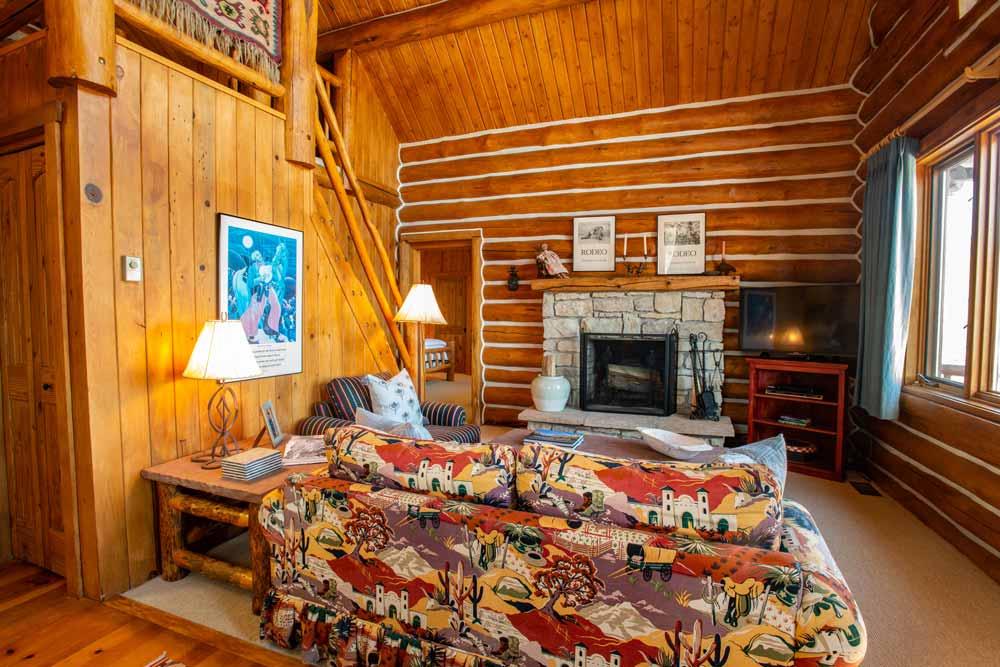 cook-cabin-tv-room-2