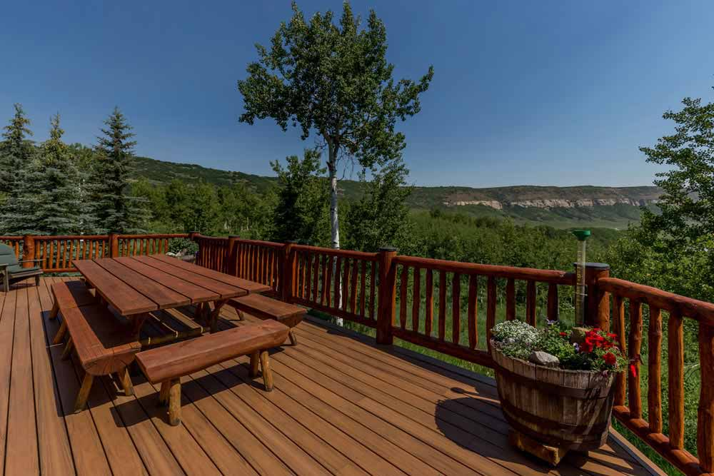 middle-creek-ranch-main-house-deck