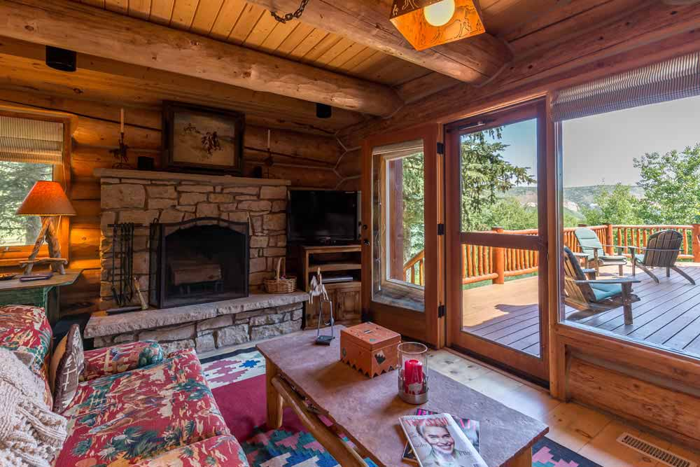 middle-creek-ranch-main-house-sitting-tv-room